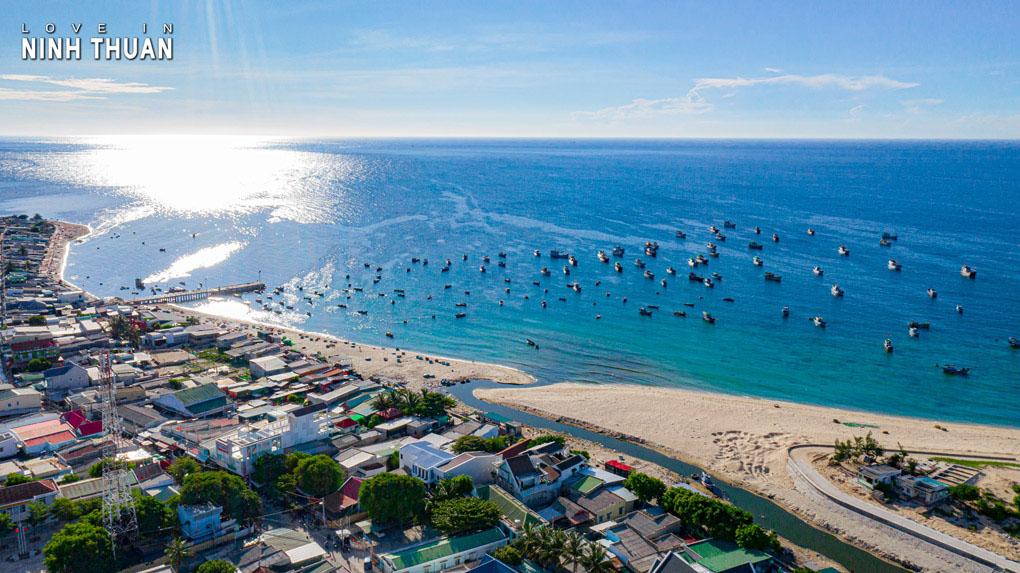 Biển Sơn Hải Mũi Dinh